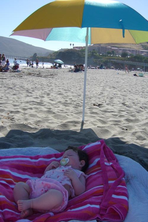 Slo_zoe_at_the_beach